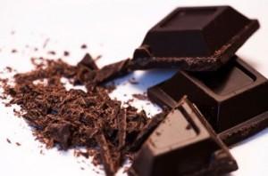 benefícios-do-chocolate-preto-ao-coração-evita-infarto