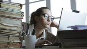 Habitos-no-trabalho-que-prejudicam-sua-saude-sem-perceber