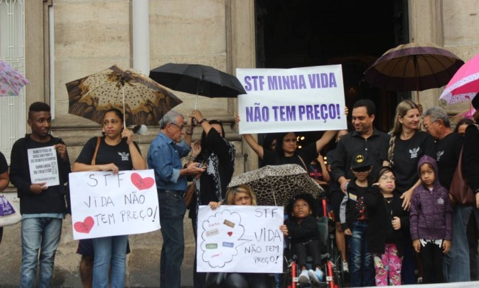 Protestos e passeatas pelos medicamentos
