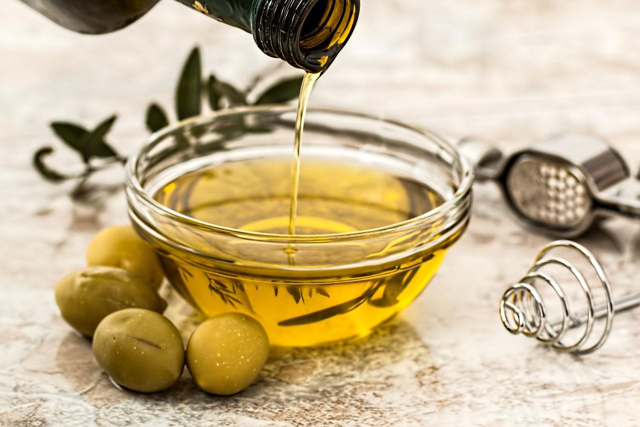 Azeite de oliva: benefícios para a saúde e informação nutricional